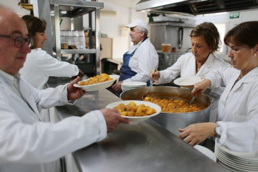 Convidats a la taula de Santa Maria Reina | Blog de Cáritas Barcelona