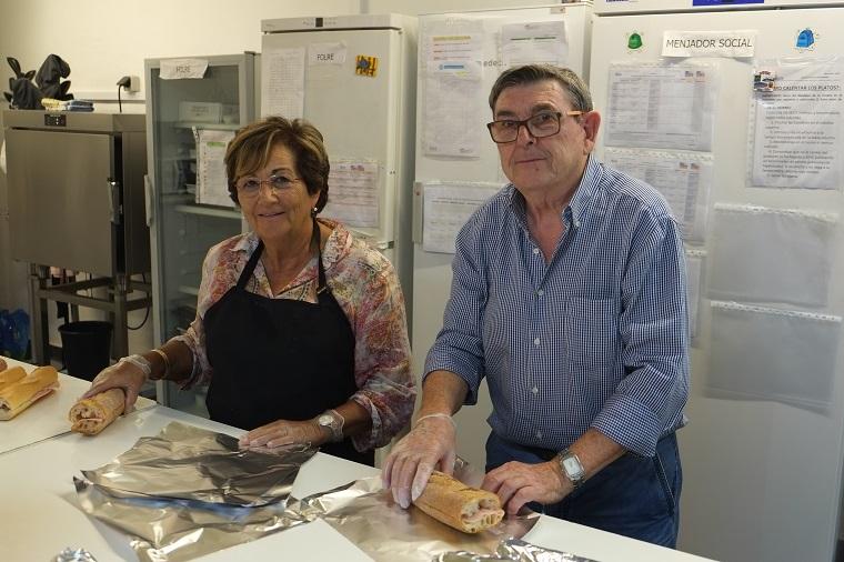 Dos voluntaris del projecte Folre de Càritas Barcelona