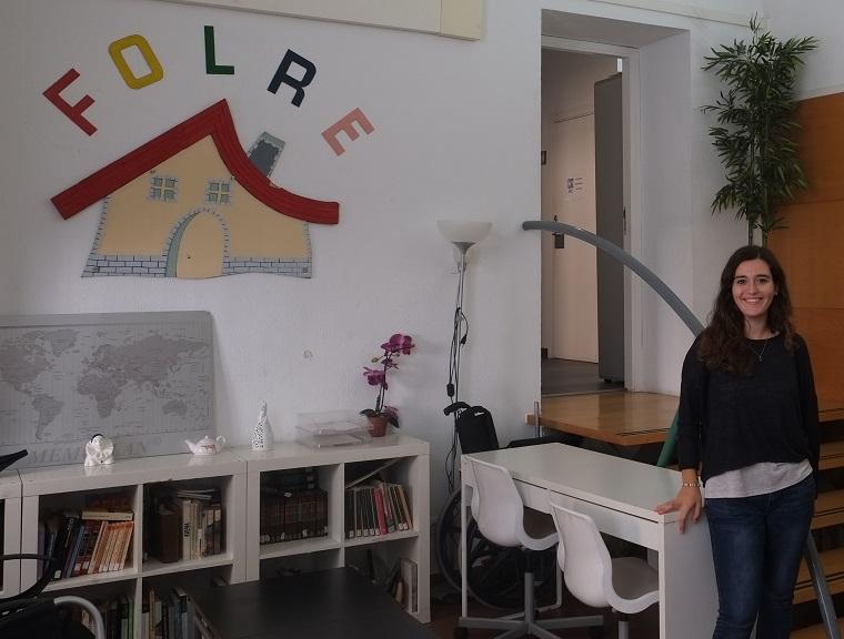 L'Anna, a l'entrada de Folre, on fa voluntariat