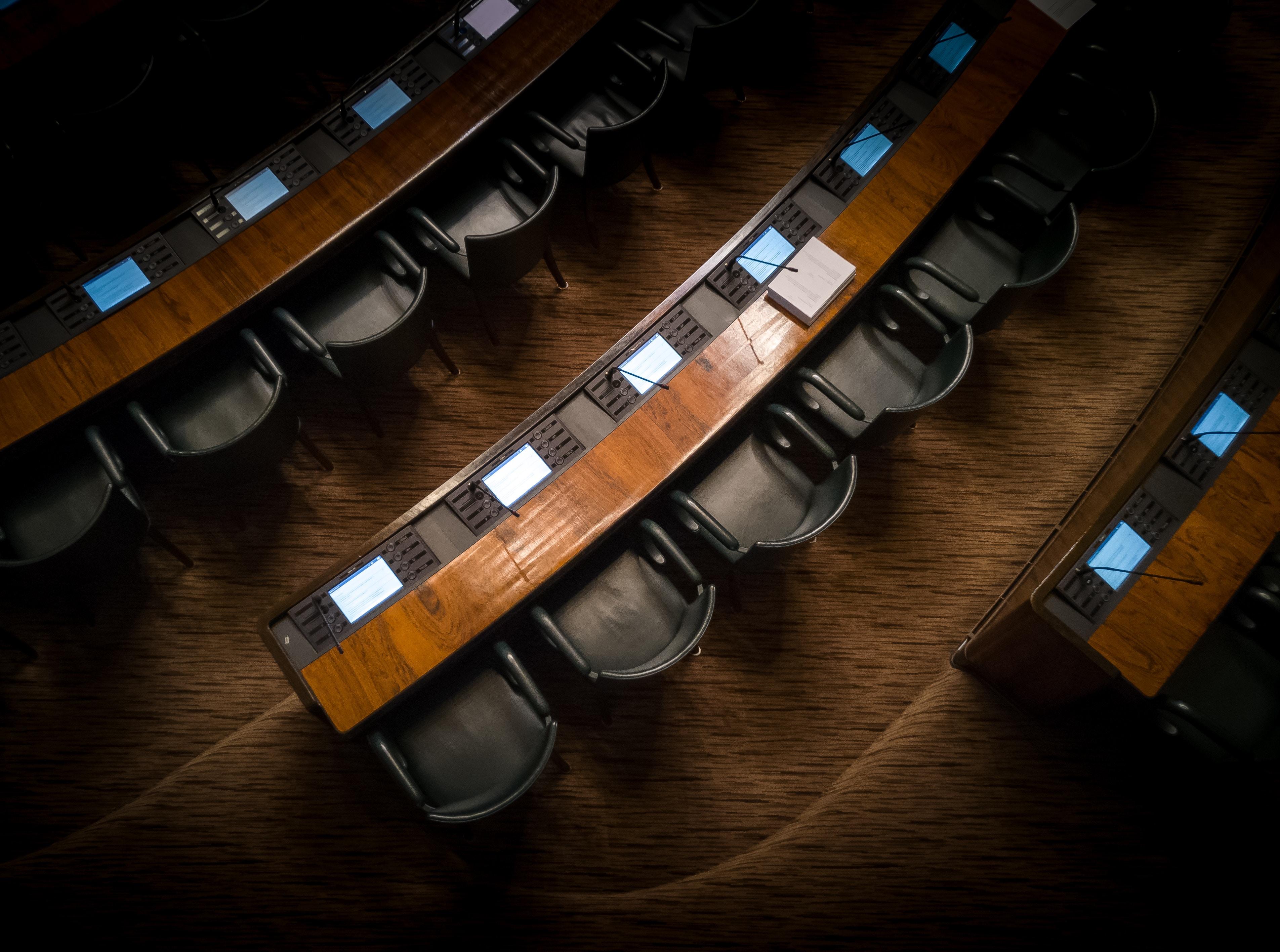 Parlament buit propostes polítiques